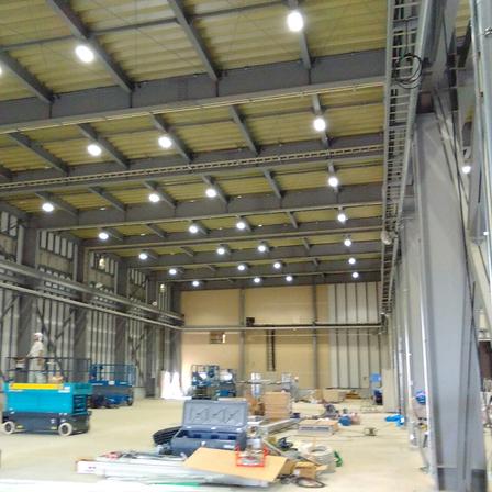工場の新築工事 照明点灯